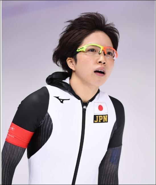 平昌》小平奈緒のメガネが黄色とオレンジで色違いの理由やブランドは?